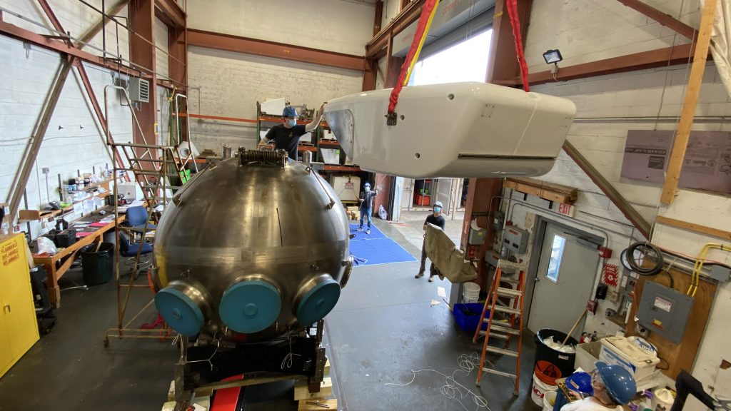 Alvin Group removes sphere from submarine