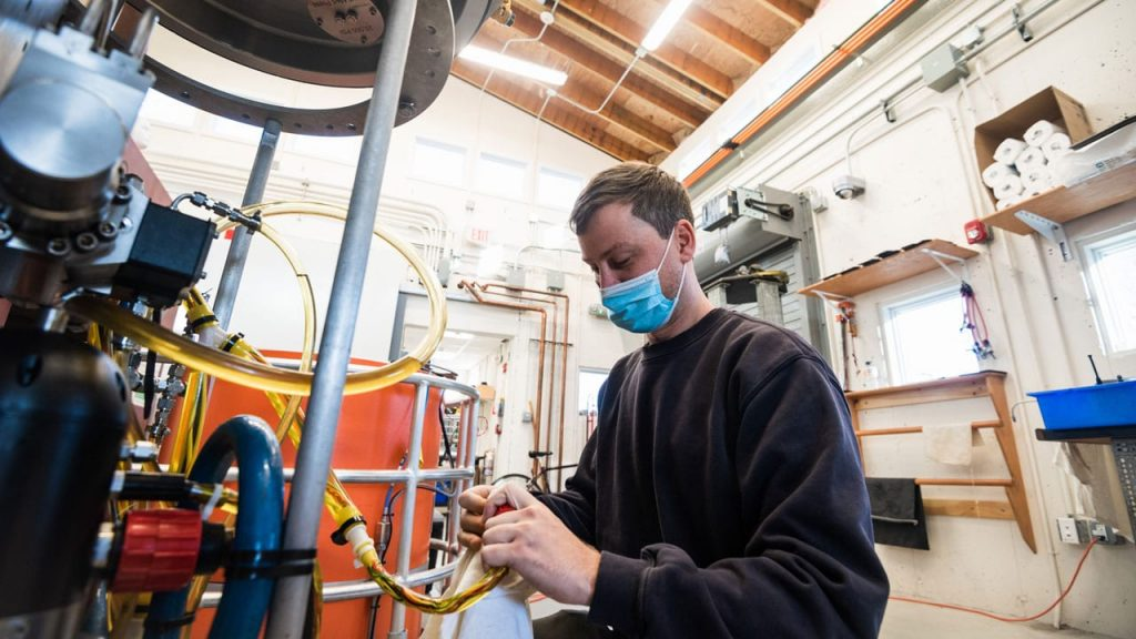 Francis Elder tests the new hydraulicly powered intensifier pump for Alvin's variable ballast system. The new pump was designed and built in-house and will be able to withstand the pressure at Alvin's new depth of 6,500 meters. (Daniel Hentz © Woods Hole Oceanographic Institution)